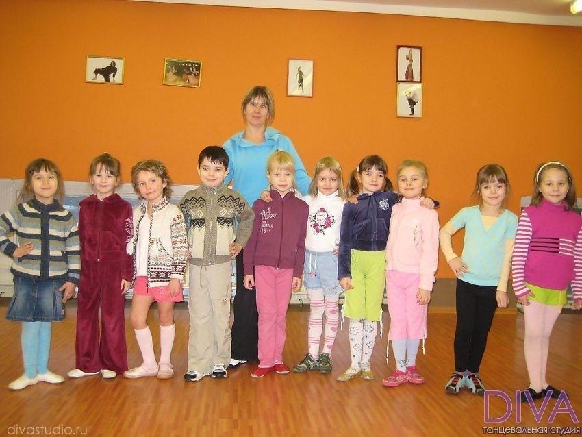 Группа юных танцоров
