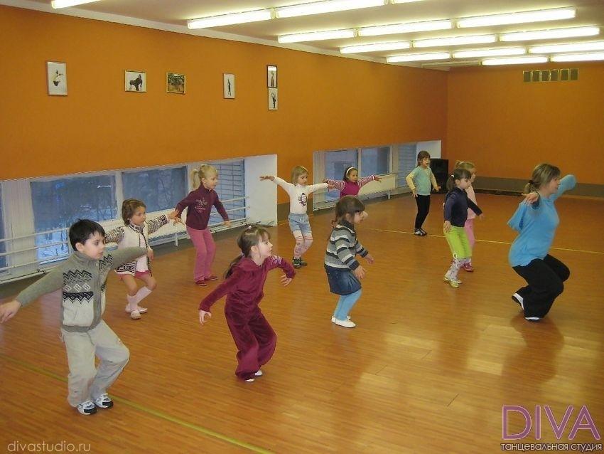 На уроке детских танцев