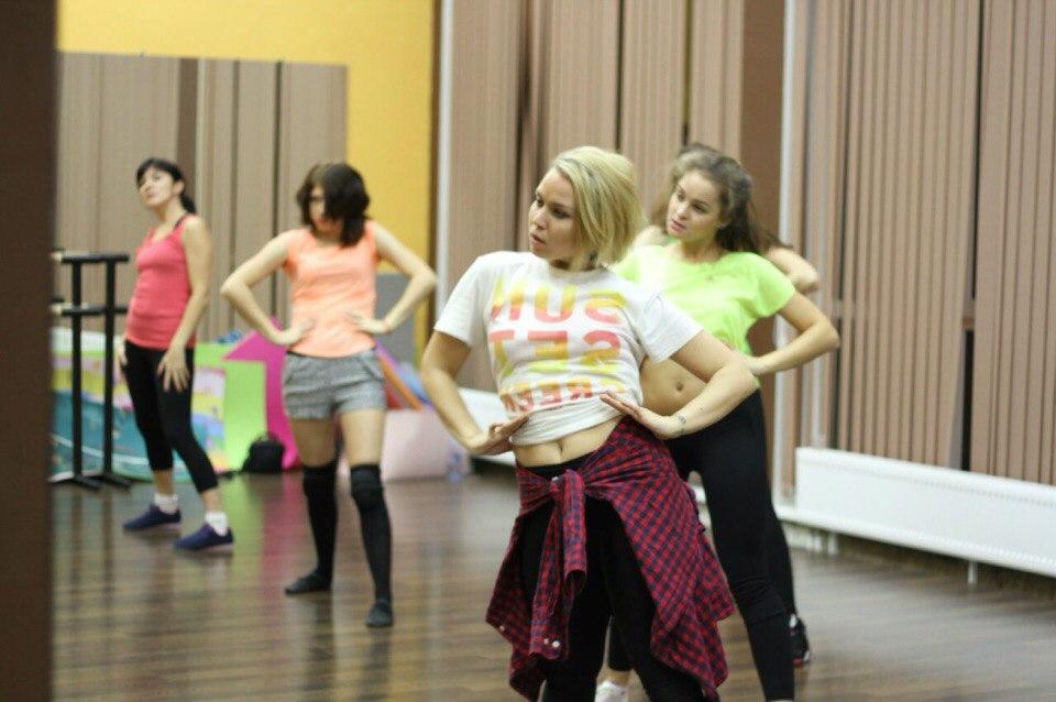 Бирюкова танцует стриптиз